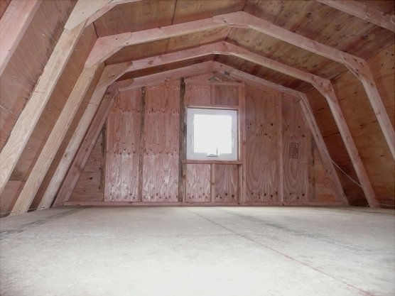 Large attic capacity with 5 ft headroom